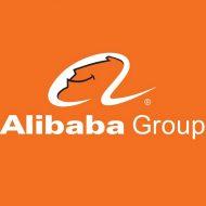 Le logo Alibaba Group sur un fond orange.