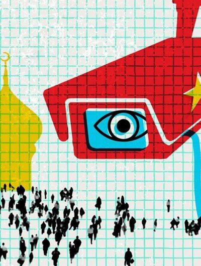 Une caméra avec un drapeau chinois observant une foule