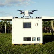 Un drone Scout démarrant son vol.