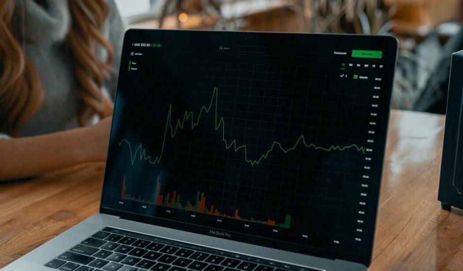 Image d'un tableau de trading sur un PC