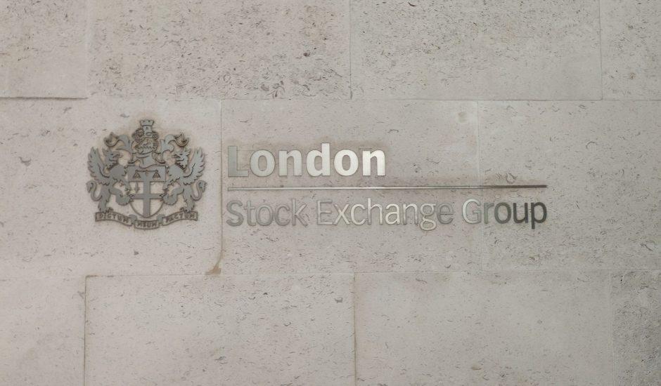 L'écriteau du London Stock Exchange Group sur le bâtiment accueillant la bourse de Londres