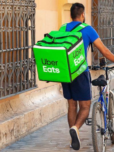 Les plateformes de livraison à domicile en Espagne seront dans l'obligation de salariés leurs livreurs.