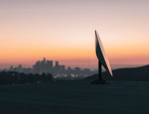 Aperçu d'une antenne parabolique fournie par Starlink.