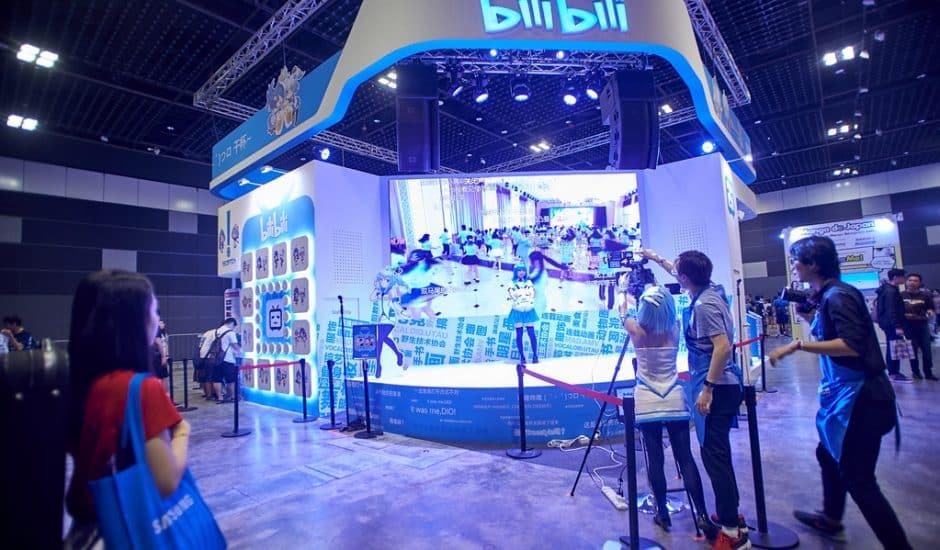 Photographie d'un stand Bilibili. Le site chinois de partage de vidéos Bilibili prévoit de lever 2,6 milliards de dollars à la bourse de Hong Kong.