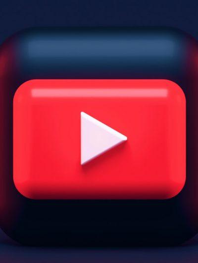 Le logo de YouTube en 3D sur un fond bleu.
