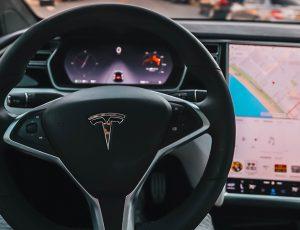 L'Autopilot de la Tesla n'aurait pas besoin d'intéraction humaine pour fonctionner.