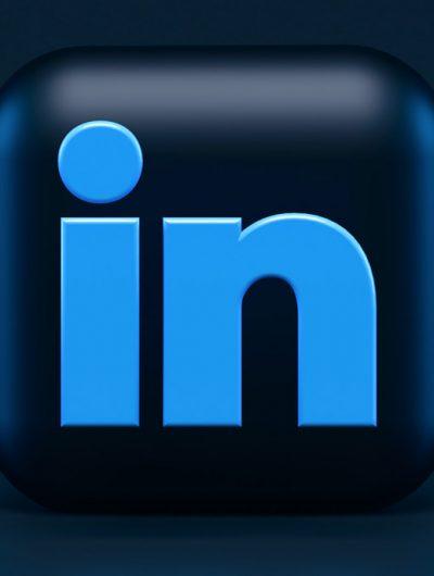 Le logo de LinkedIn en 3D.