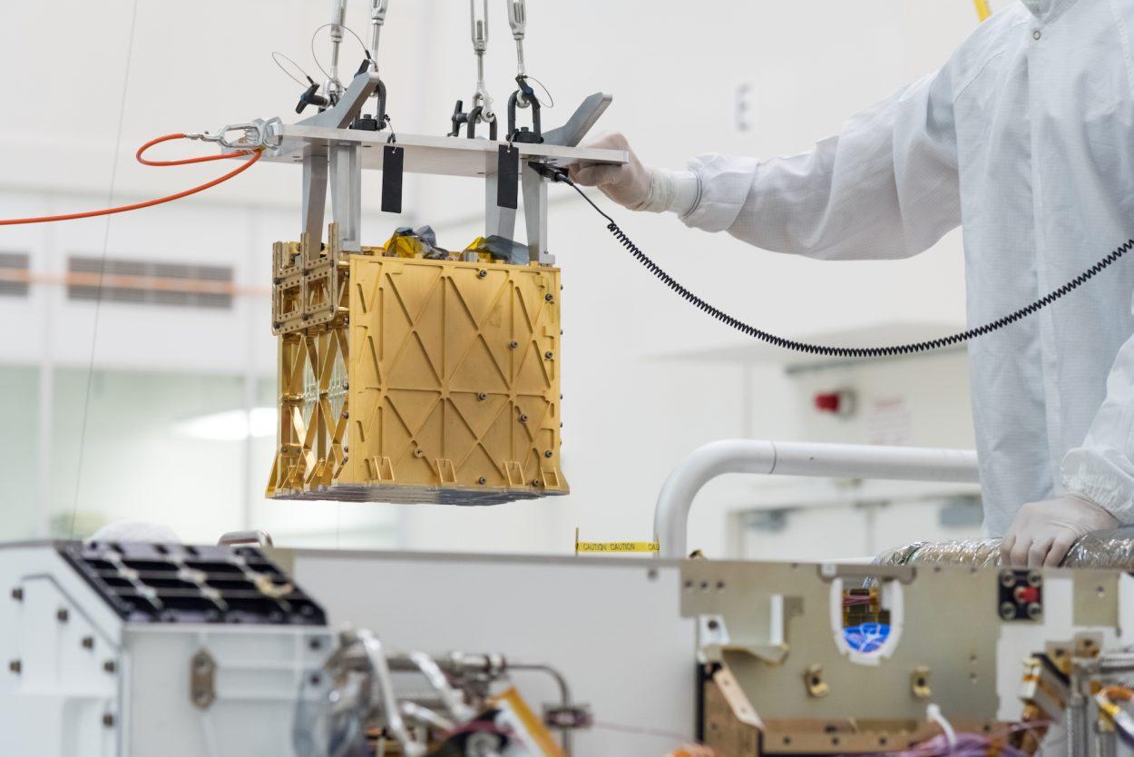 L'instrument MOXIE dans un laboratoire.