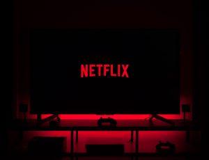 Le logo de Netflix sur une télévision.