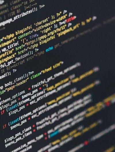 Des lignes de code sur un écran d'ordinateur.
