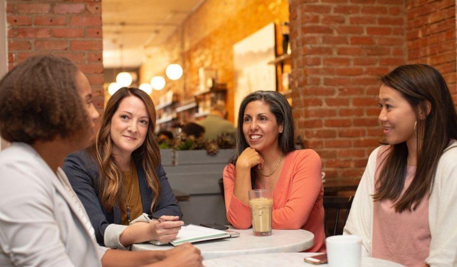 4 femmes échangeant sur la rse
