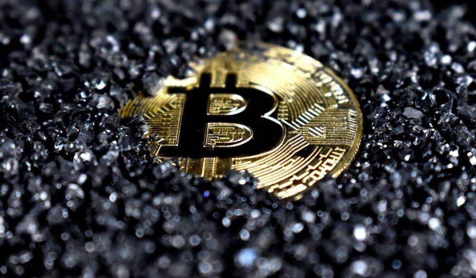 Image représentant un bitcoin. Binance enquête sur évasion fiscale et cryptomonnaie
