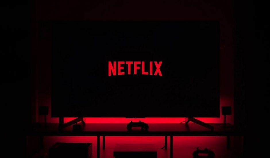 Photo d'une télévision avec le logo Netflix