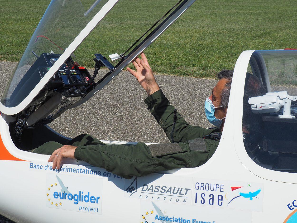Photgraphie du pilote à bord du planeur électrique Euroglider.