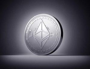 Image d'une pièce de la crypto-monnaie Ethereum.