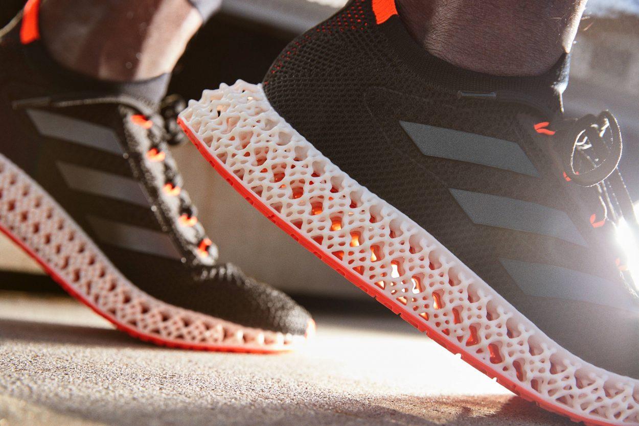 Des baskets Adidas.