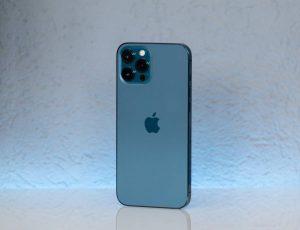 Un iPhone 12.