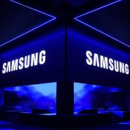 Un encadré lumineux avec le logo de Samsung.