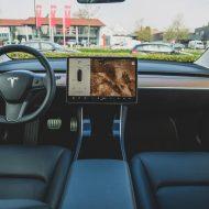 L'intérieur d'un véhicule Tesla.