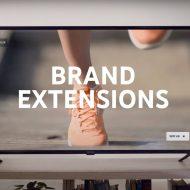 Une télévision allumée sur une publicité de YouTube.