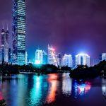 gratte-ciel illuminés de Shenzhen la nuit