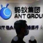 Photographie du logo d'Ant Group avec une silhouette humaine. Chongqing Ant incarne la nouvelle filiale d'Ant Group.