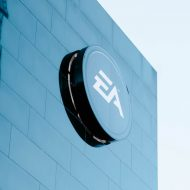 Le logo d'Electronic Arts sur un bâtiment.