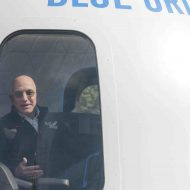 Aperçu de Jeff Bezos dans une capsule.