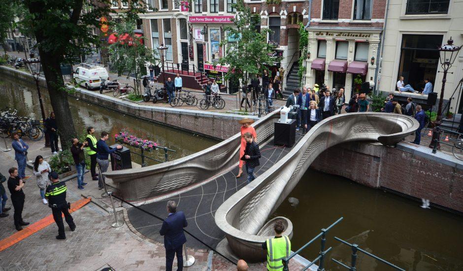 Pont en acier imprimé en 3D.à amsterdam