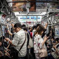 Aperçu d'un métro bondé.
