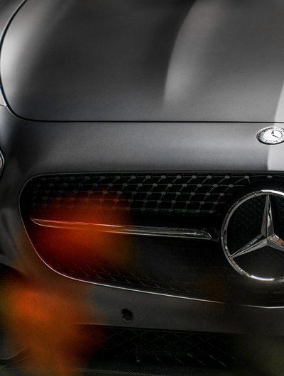 L'avant d'une voiture Mercedes-Benz