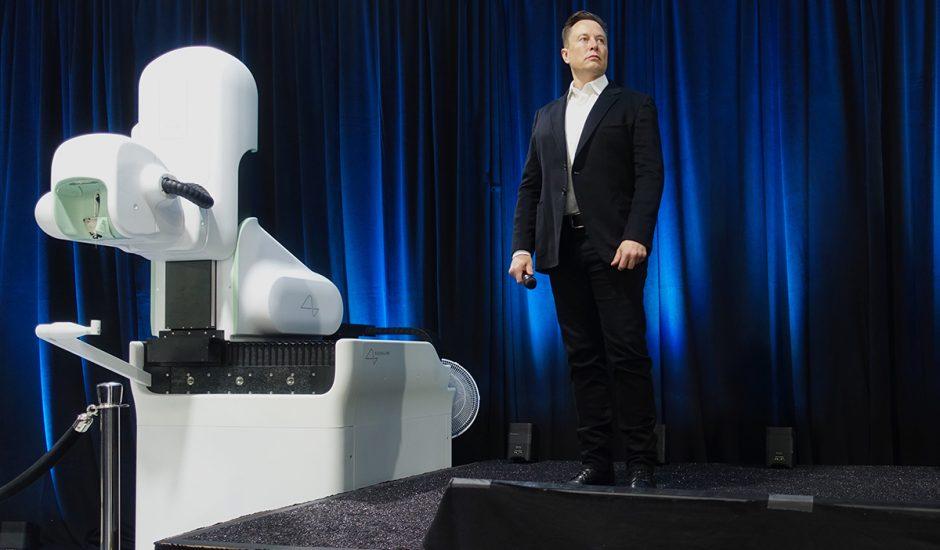 Elon Musk lors d'une présentation Neuralink.