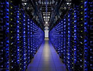 Photographie d'un data center de Google. Les services cloud (IaaS, PaaS, cloud privé) tournent sur des centres de données.