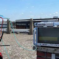 Transmission 6G sur le toit d'un immeuble.