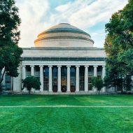 Le MIT a développé une prothèse de main.