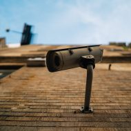 une caméra de vidéosurveillance