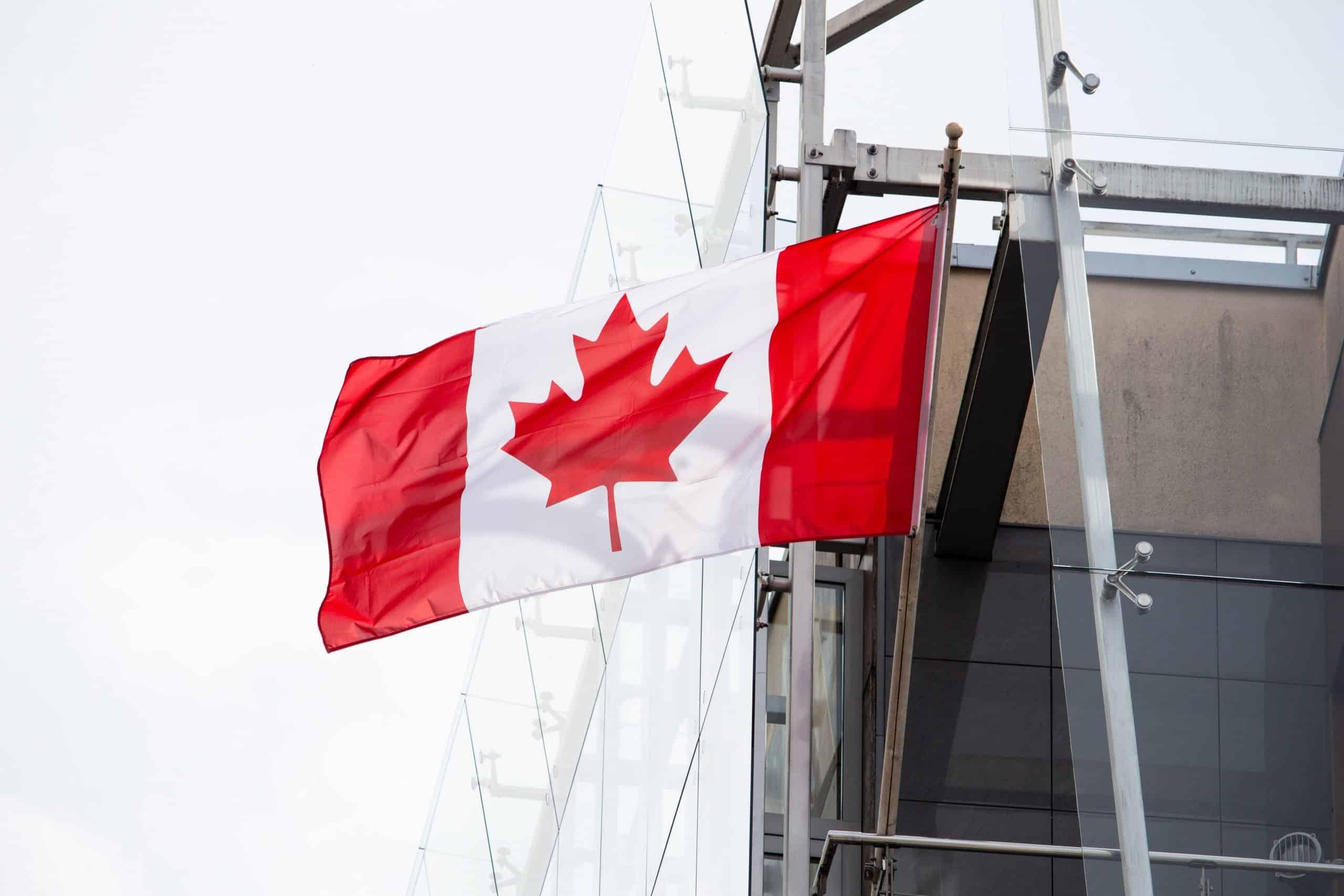 Canada : deux voyageurs écopent de lourdes amendes pour avoir montré de fausses preuves de vaccination