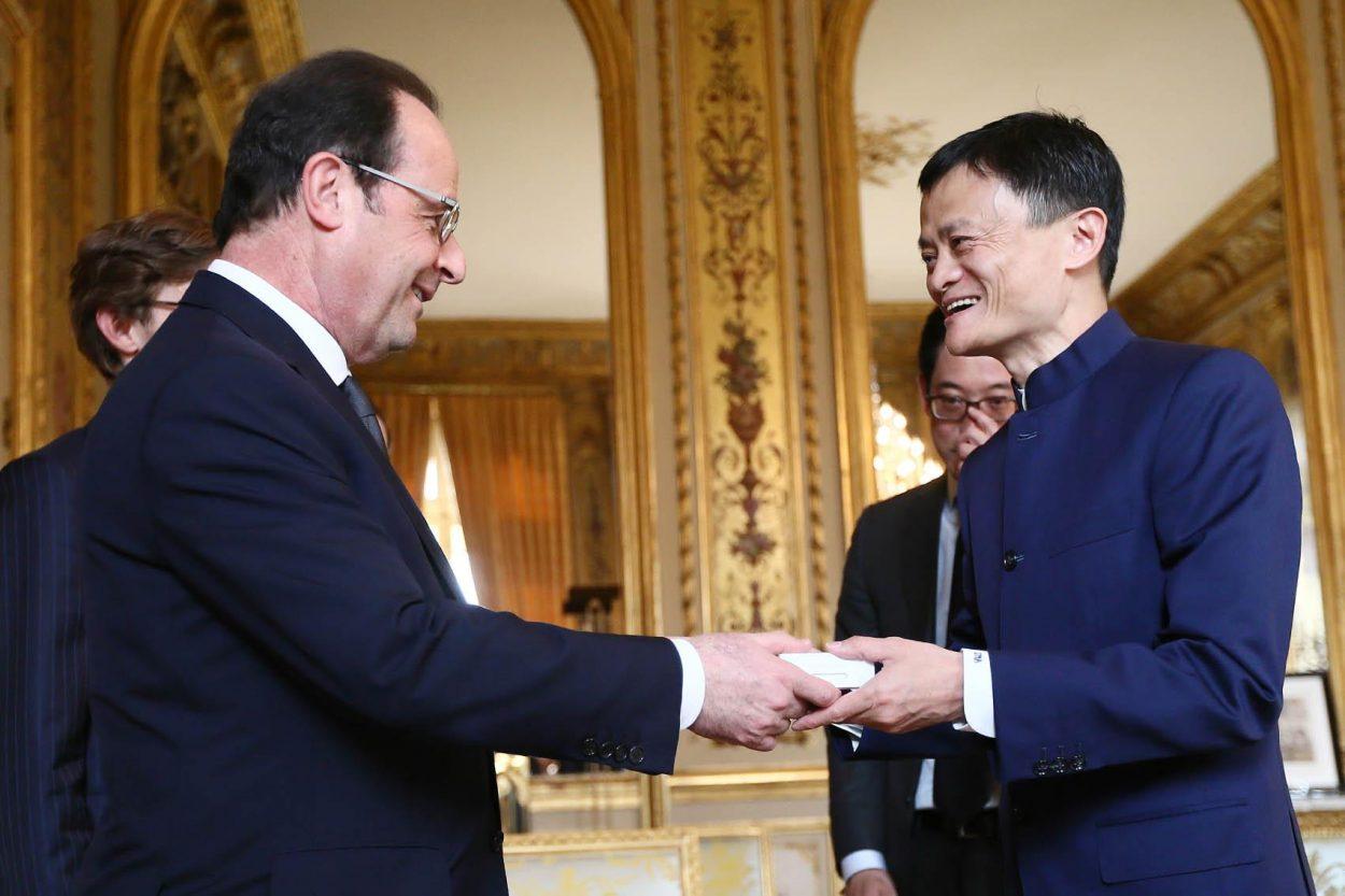 François Hollande accueillant Jack Ma à l'Élysée