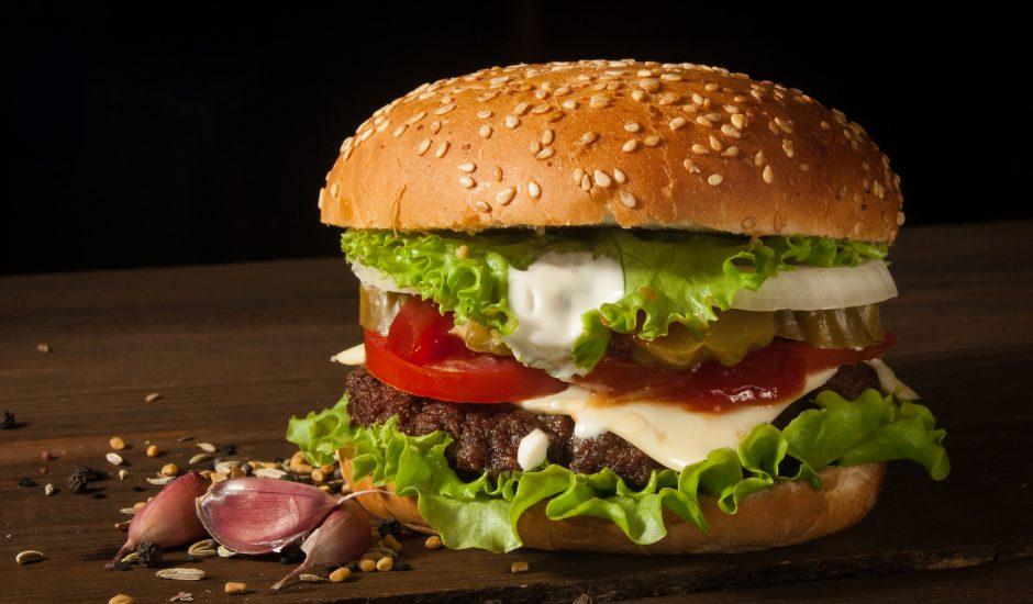 Un hamburger.