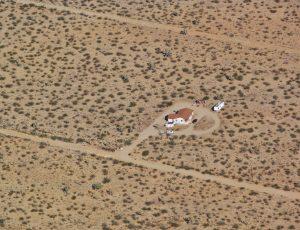 Photographie d'une maison isolée dans le désert de l'Arizona, État actuellement en pénurie d'eau.