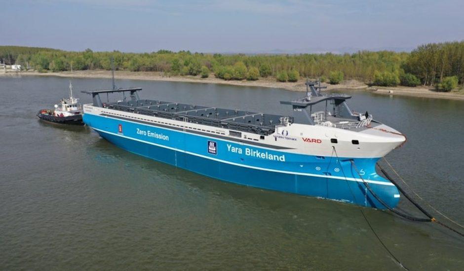 Le navire cargo Yara Birkeland sur l'eau
