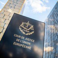 panneau devant les locaux de la Cour de justice de l'Union européenne