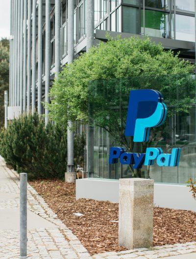Devant les bureaux de PayPal à Dreilinden en Allemagne