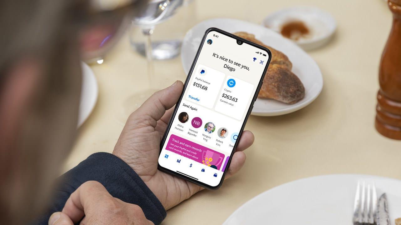 La page d'accueil de la nouvelle application PayPal sur un smartphone