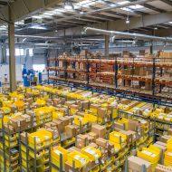 L'intérieur d'un entrepôt.
