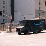 Un camion Amazon dans les rues de Los Angeles aux États-Unis