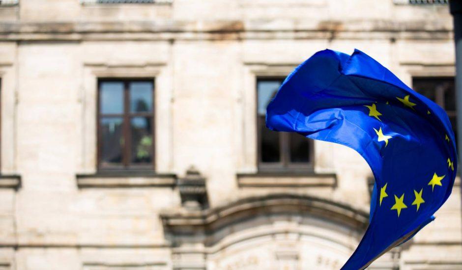 drapeau européen qui flotte