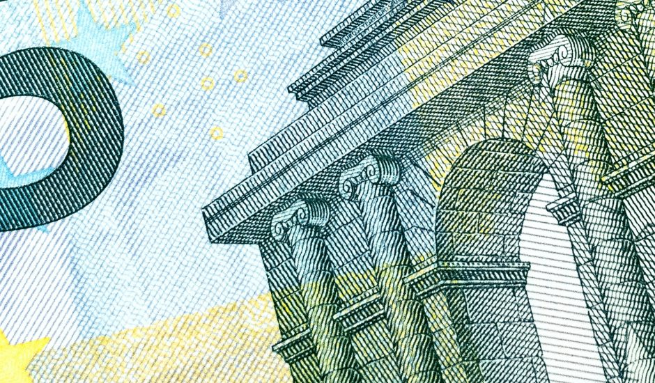Gros plan sur un bille de cinq euros