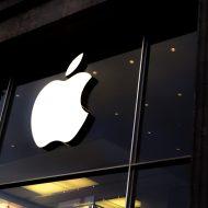 Façade d'un bâtiment avec le logo d'Apple
