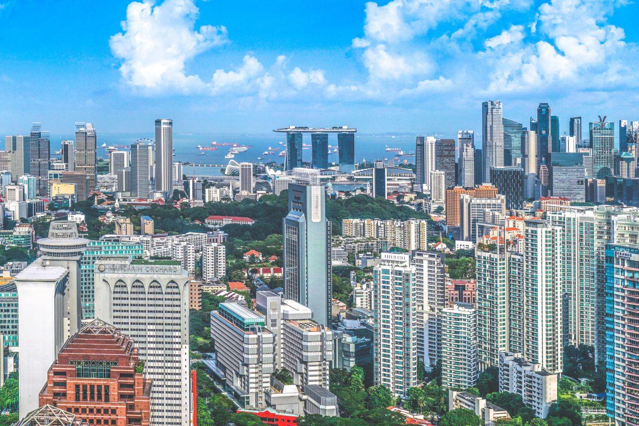 Photographie aérienne des gratte-ciel de Singapour.